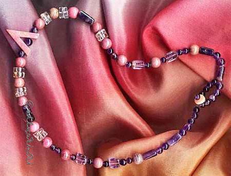 Heilstein schmerzen: Violetter Amethyst, Bergkristall und rosa Rhodonit als Halskette