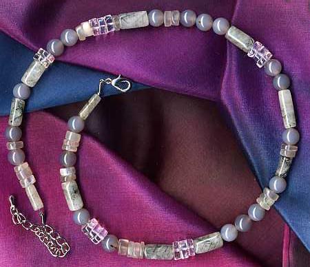 Heilsteine Schwangerschaft: Achat, Bergkristall, Mondstein und Turmalinquarz als Halskette